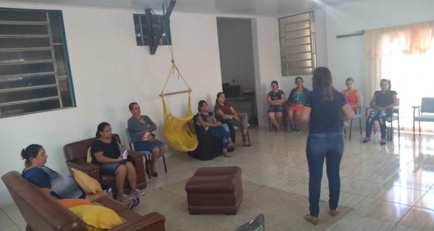 TREINAMENTO PARA AS FUNCIONÁRIAS DAS ESCOLAS DA REDE MUNICIPAL